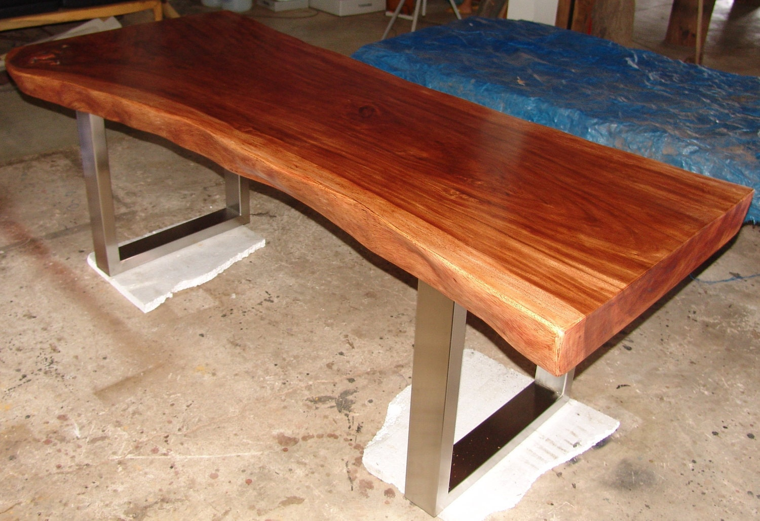 live edge dining table reclaimed solid slab acacia wood by flowbkk. Black Bedroom Furniture Sets. Home Design Ideas