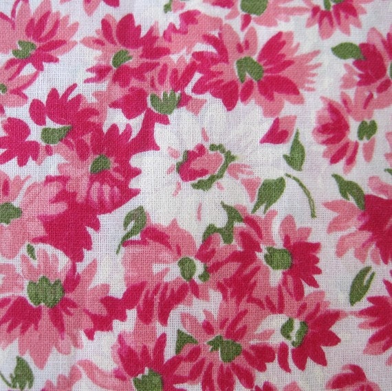 Vintage 40s Romantic Pink & White Floral Daisies Novelty Print Cotton Fabric Remnant