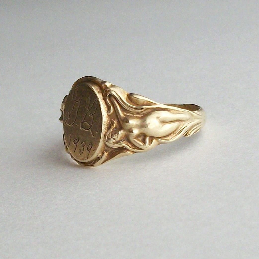 Vintage 1930s Signet Ring. Mens Art Nouveau Naked Ladies. G B