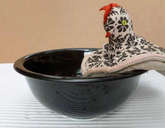 Free Shipping - Vintage Black Pyrex Bowl