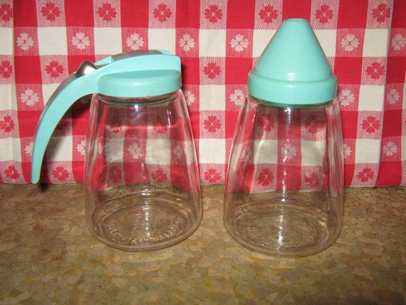 Federal Housewares sugar shaker and syrup pitcher