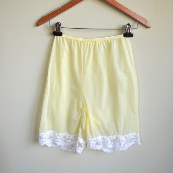 Vanity Fair Pettipant Bloomers // Soft Yellow // 50s 60s