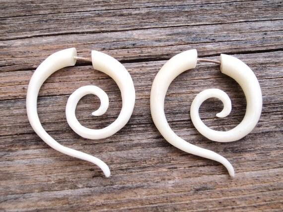 Fake Gauge Earrings White Bone Tribal Spiral Earrings - Gauges Plugs Bone Horn - FG014 B G1