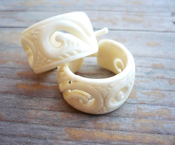 Round Hoop Hand Carved Buffalo Bone Post Earrings Tribal Style - Gauges Plugs Bone - PE014 B G1