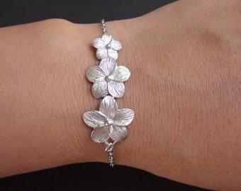 Sale-Triple Daisy Flower  Connector-White Gold Plated Bracelet