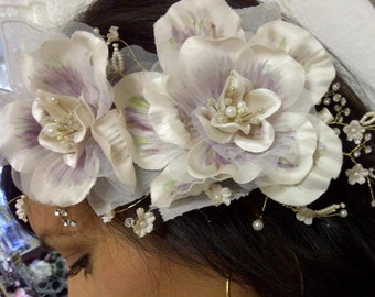 Ivory/champagne flower combo with crystal mix beads
