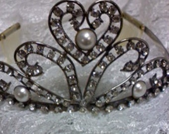 Vintage tiara with rhinestones and pearls beads