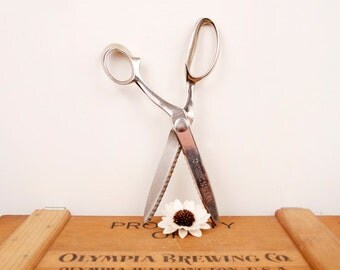 vintage steel WISS pinking shears or scissors