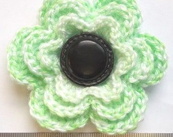 Irish crochet flower brooch in green