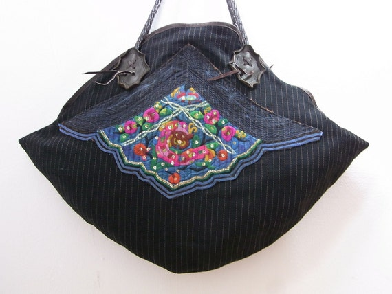 EMBROIDERED Flowers Vintage HMONG Fabric - Leather Strap - Fair Trade (BG364.700)