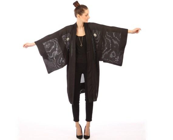 Vintage black kimono // hippie boho // huge kimono sleeves // white circle print // one size