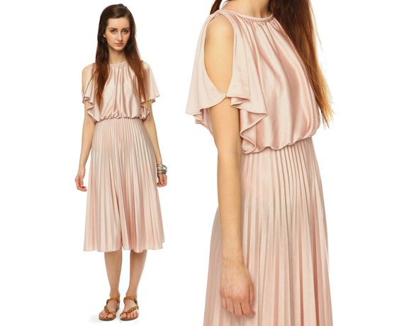 pleated pink dress // accordion pleat // vintage 1970s // cut out shoulders // hippie boho flowy // small