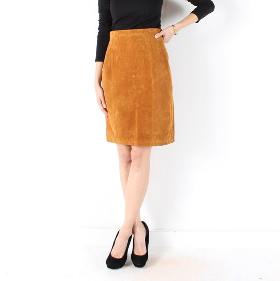 suede leather skirt // tan camel // vintage 90s // mini pencil // snaps // small