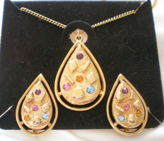 """Sarah Coventry """"Sarah Zade"""" set gold teardrop necklace and earrings with rhinestones"""