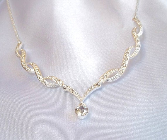 Vintage Necklace of Clear Rhinestones and Silver