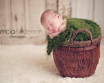 newborn photography prop,baby photo prop, very soft baby moss blanket in dark sage green,baby shower gift, grass rug, 20x22 inches