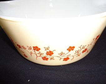 Pyrex 2 1/2 QRT Bowl/Lid
