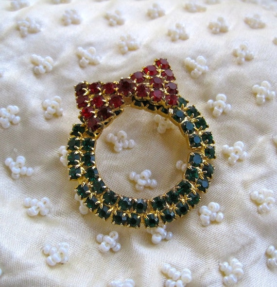 Wreath Brooch Modernist Vintage 80s Mod Christmas Rhinestone Wreath Green Sparkle with Red Bow Holiday Bling Stocking Stuffer