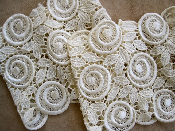 Cream Lace Cuffs: Vintage Mod 70s WIDE Lace for Repurpose Craft Supplies Sewing Project