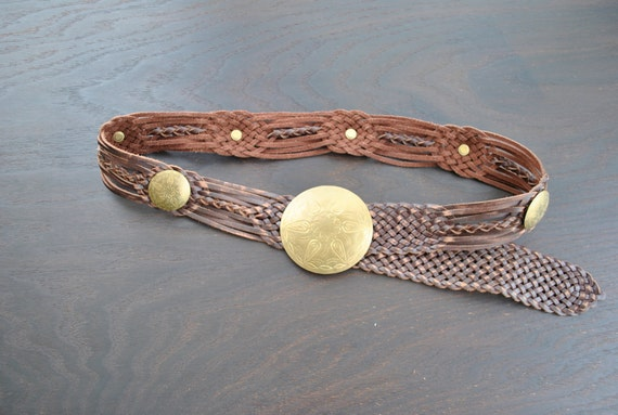 senorita bonita // Vintage 70s Style Leather and Brass Metal Southwest Medallion Belt