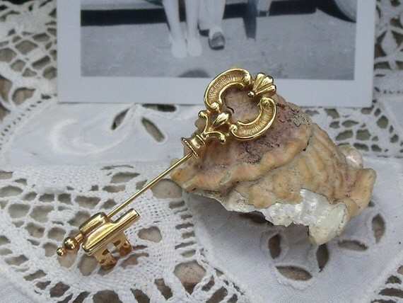 Vintage 1970's Goldtone Skeleton Key Stick Pin/Hat Pin by Avon