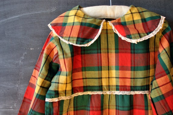Vintage young girls plaid long sleeve dress, peter pan color, lace trim, fab colors