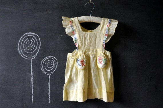 Gorgeous soft cotton pinafore dress, light yellow with colorful white lace trim, vintage 40s