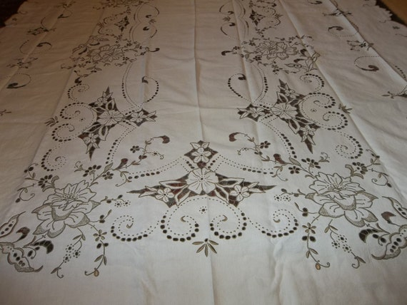 "Vintage Madeira inen Banquet Tablecloth & 12 Matching Napkins...59"" by 105"""