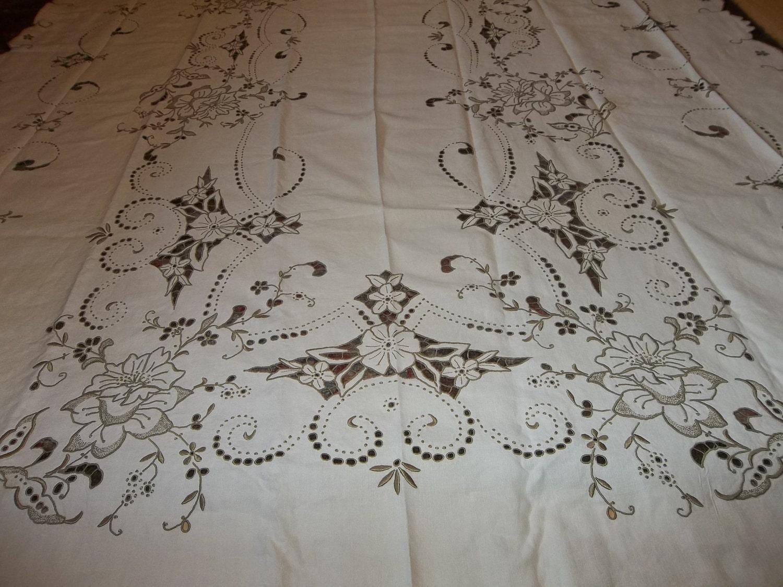 vintage madeira inen banquet tablecloth  u0026 12 matching