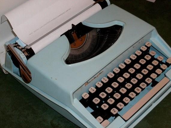 Vintage Remington Typewriter Holiday Portable Aqua blue w/ case