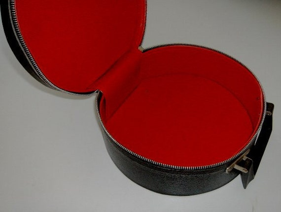 Vintage Travel Cosmetic Case makeup jewelry bag Black & Red 1960s luggage