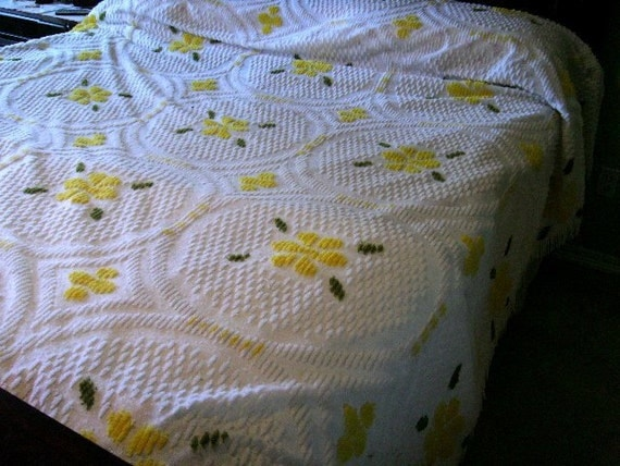 Vintage Chenille Bedspread Floral Yellow Green White Full
