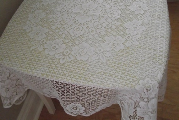 "Vintage Quaker Lace Table Topper tablecloth white 30"" square"