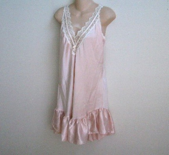 Vintage  nightgown pink with ruffles lingerie M