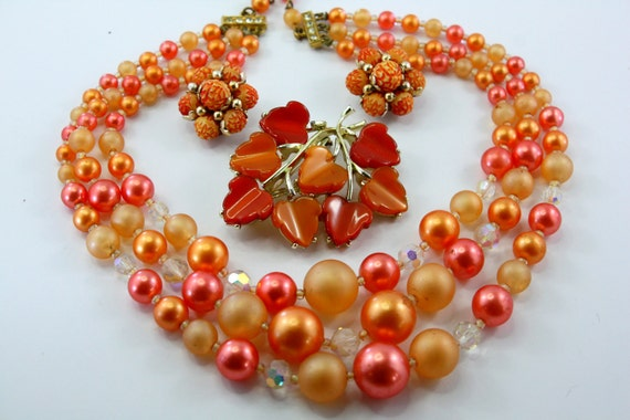 LOOK Oranges, A Vintage Jewelry Lot of a Japan Necklace, Thermoset Brooch, Cluster bead Earrings.