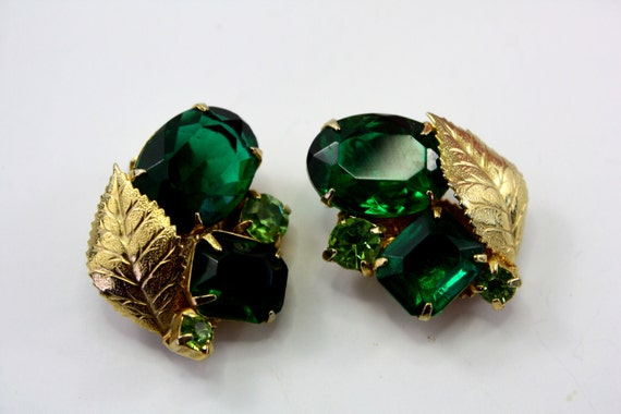 Sparkly Emerald Green Glass Rhinestone, Gold Leaf Vintage Earrings. Schiaparelli Style. Clips