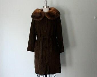 lamb suede coat with big fur collar / 1960s vintage coat / size L