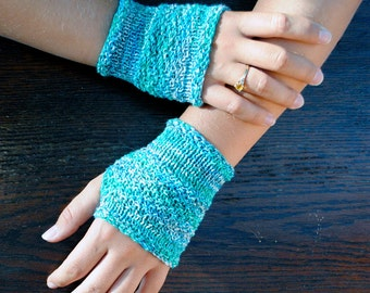 Caribbean Sea Blue Green Fingerless Gloves in Moss Stitch size small