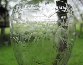Pair elegant vintage optic etched crystal footed dessert glasses