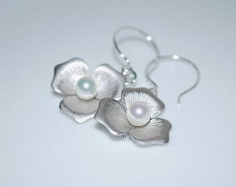 Bridesmaid Earrings, Bridal Flower Earrings, Flower Dangle Earrings, Simple Earrings, White, Silver Matte Earrings