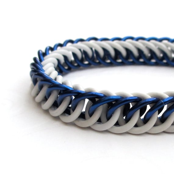 Blue and white stretchy chain maille bracelet