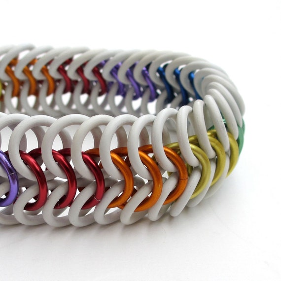 Stretchy chainmail bracelet in rainbow colors