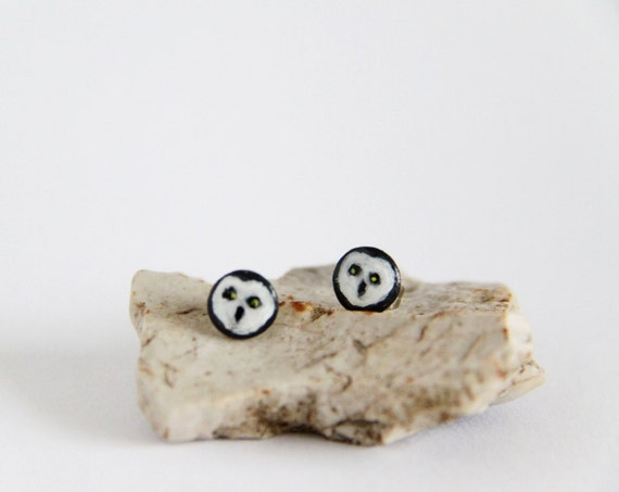 Ear studs with owl faces on, in black, white and grey, round and flat, made of polymer clay / modeling clay, come in a handprinted gift box