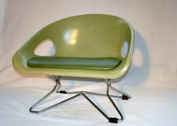 Vintage Eames era Hamilton Cosco mod Avocado green booster seat for toddlers
