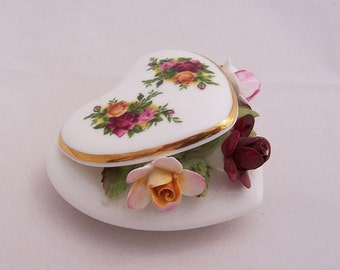 Royal Albert Old Country Roses Capiodamonte Heart, 1960s, English Vintage