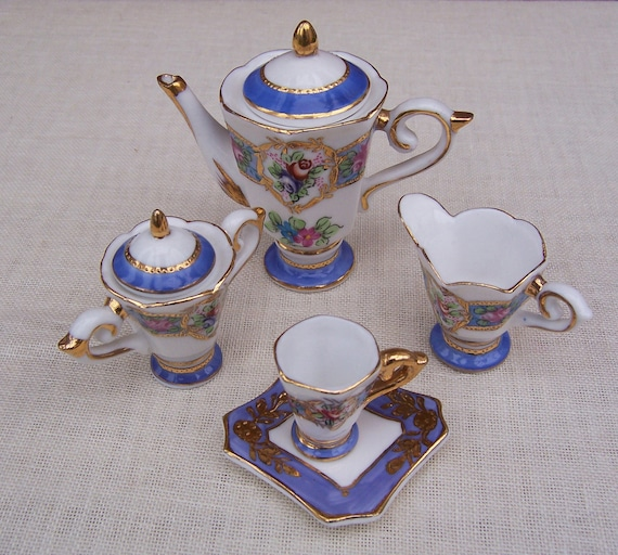 RESERVED for Robyn Barthelmess Miniature Tea 5 pieaces Set: vintage from Leonardo Collection