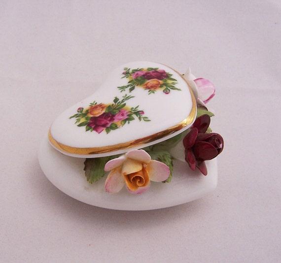 Royal Albert Old Country Roses Capiodamonte Heart, 1960s, English Vintage