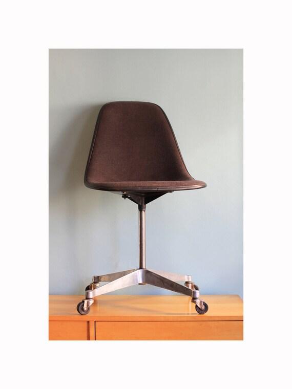 Herman Miller Eames Chair - Grey Fabric Swivel