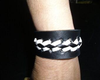 Nikki. Black and white braided leather bracelet.