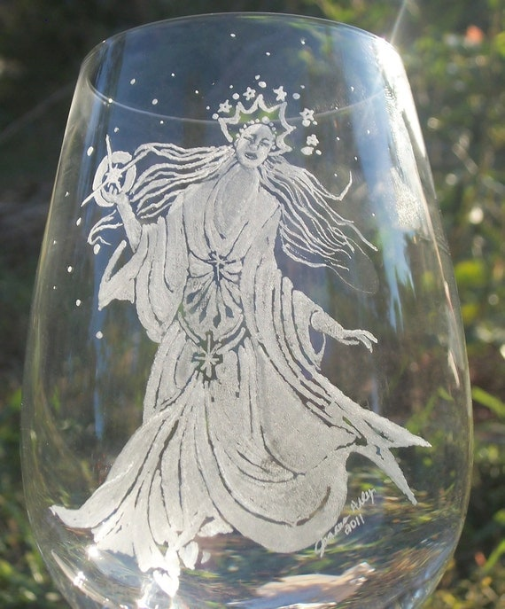 North star hand engraved Wine glass Dining and entertaining ,engraved glassware home and living ,hostess  gourmet  glasses ,wine and spirit